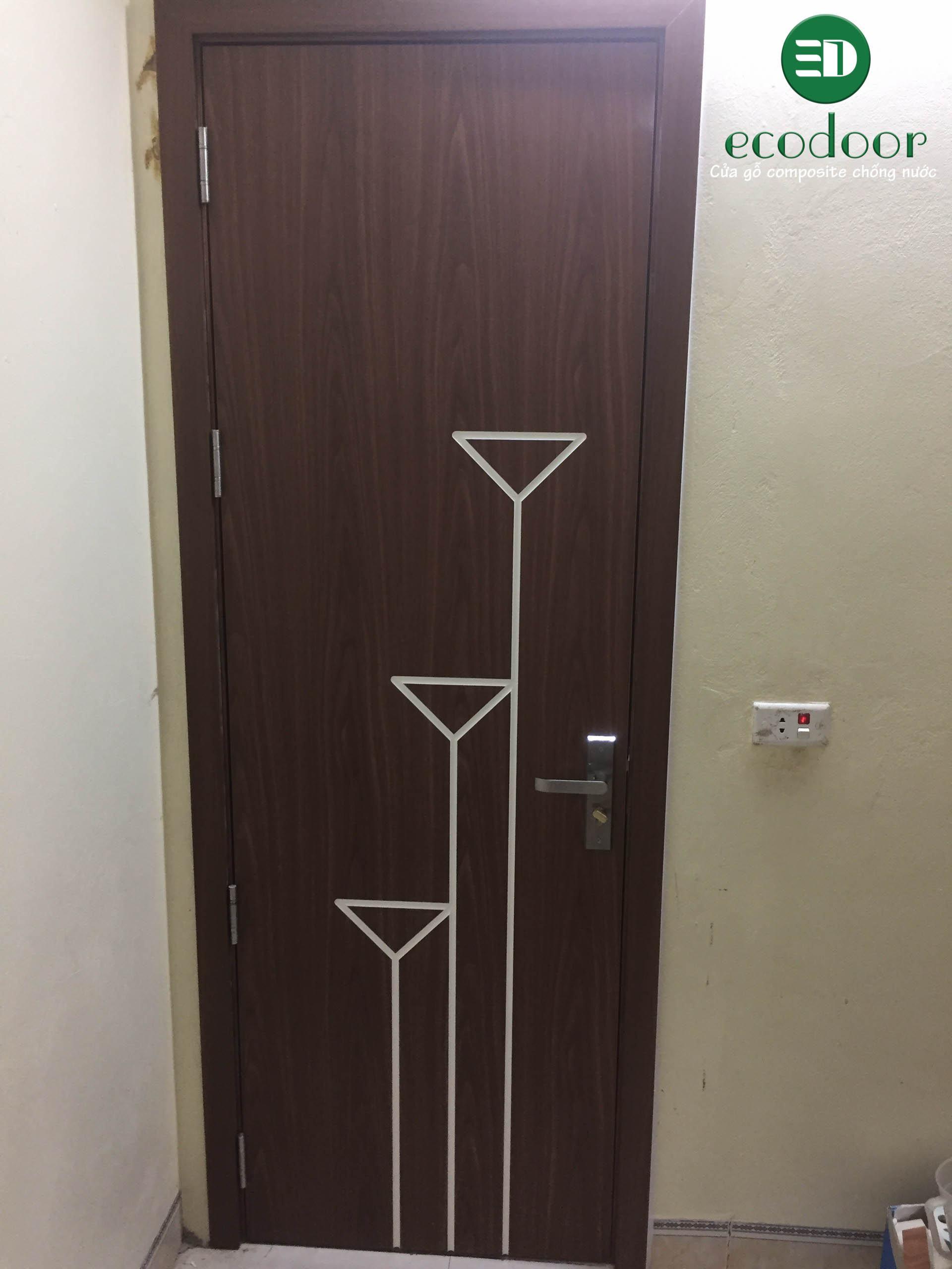 Mẫu cửa nhựa giả gỗ có nẹp, chỉ trang trí